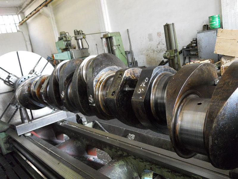 3-disel-engine-overhauling-09